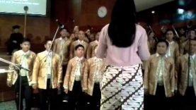 Black or white – Gita Pracalita Choir of STT-PLN